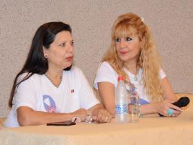 Sras. Odilia Benítez y Rochi Fernández